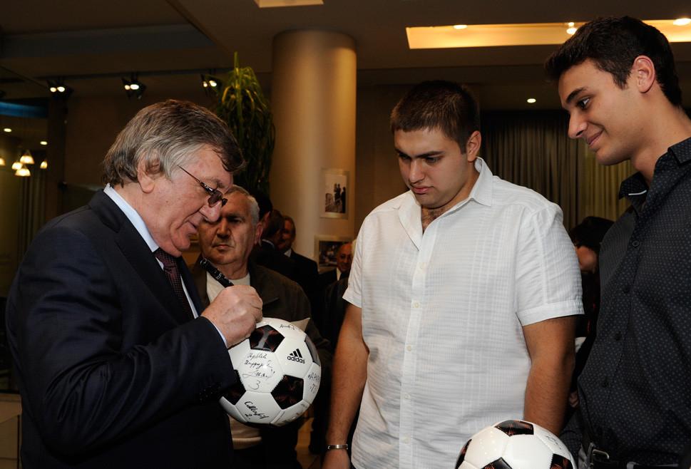 40 лет. Торжественный вечер, вручение наград Президентом Армении, Адриасян