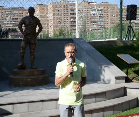 Открытие памтника Ованесу Заназаняну