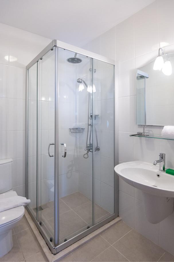 ist floor shower room