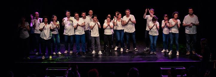 Les comédiens d'IMAGINE sur scène à l'Espace Icare d'Issy lors des Rencontres de Théâtre Amateur d'Issy et d'Ailleurs
