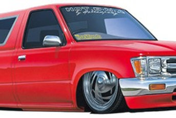 Aoshima 1995 Toyota Hilux Lowrider with Bed Cap