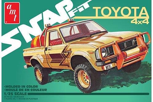 AMT 1980 Toyota Hilux SR5 4x4 Pickup Truck Snap kit