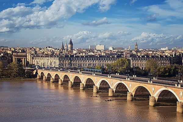 bordeaux-pont-pierre.1491740.w740.jpg