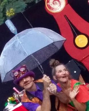 sous le parapluie.jpeg