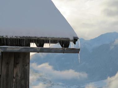 Dach und Eiszapfen