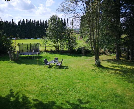 Garten mit Trampolin