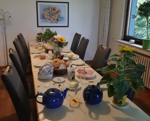 Esszimmer: Der Tisch ist gedeckt