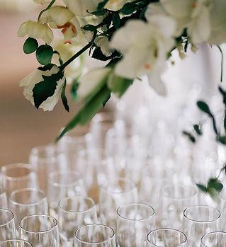 Lege_glazen_Champagne.jpg