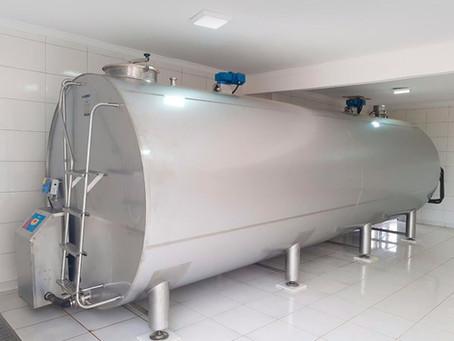 Saiba quais são os procedimentos adequados para armazenar e destinar o leite após a ordenha