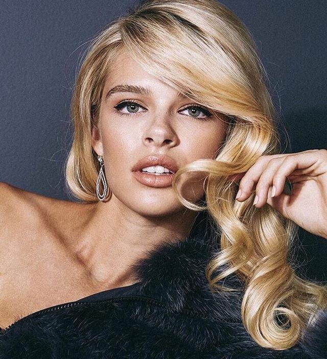 Kathryn is a true beauty.Retro glam hair