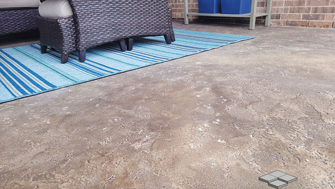 A Seamless Travertine Concrete Patio in a Beautiful Blend of Natural Based Color Tones