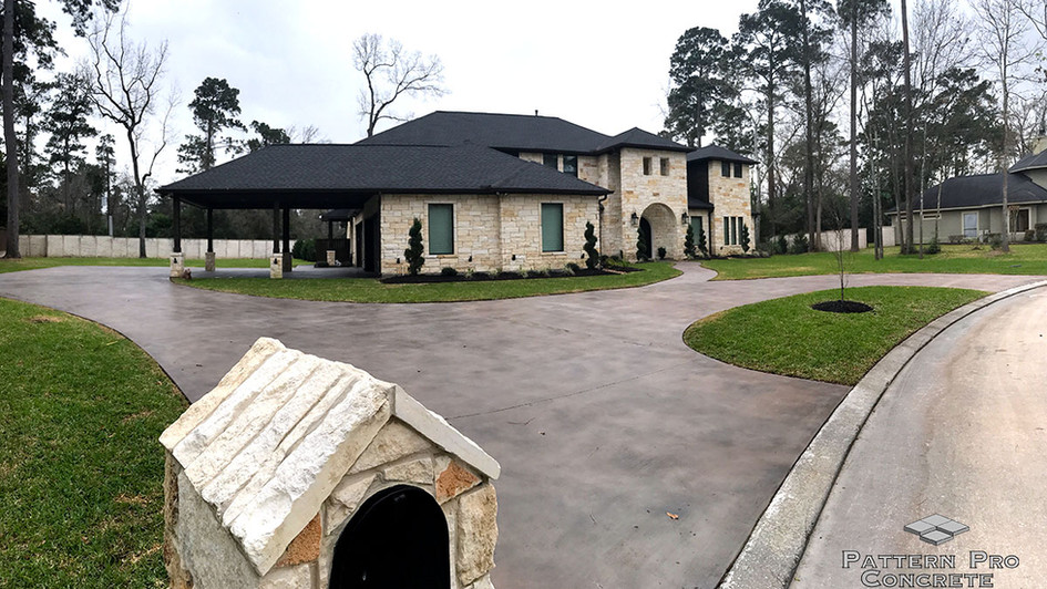 A Stained Skimcoat Concrete covers this Circular Driveway
