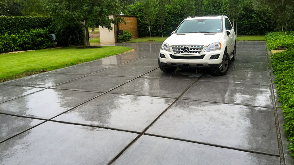 A Fresh New Concrete Pour over this Residential Driveway