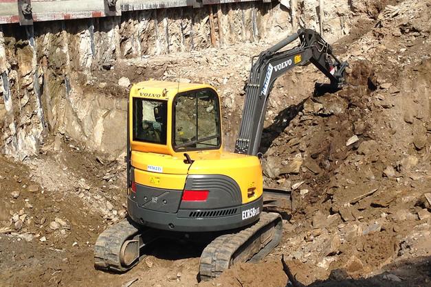 N° 216 - Escavatore VOLVO ECR 58 PLUS
