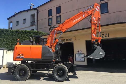 N° 247 - Escavatore gommato HITACHI ZX140