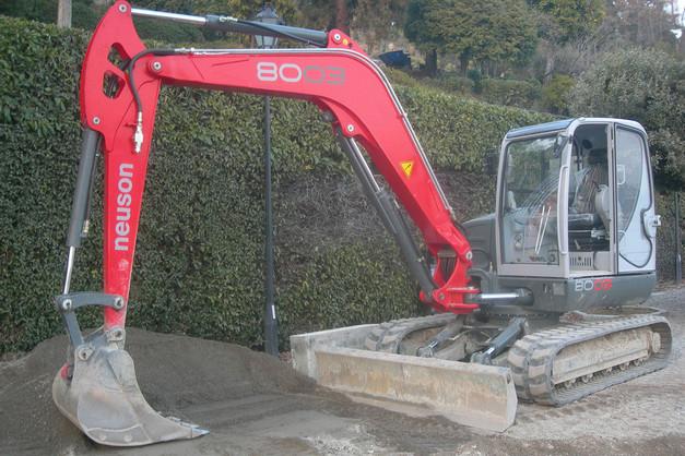 N° 176 - Escavatore NEUSON Mod. 8003 braccio lungo