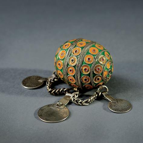 19th-century barbarian fertility jewel