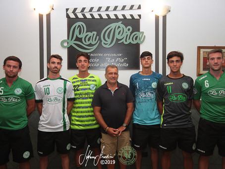 """Presentati il main sponsor """"La Pia"""" e le nuove maglie della Fezzanese in ricordo di Massim"""