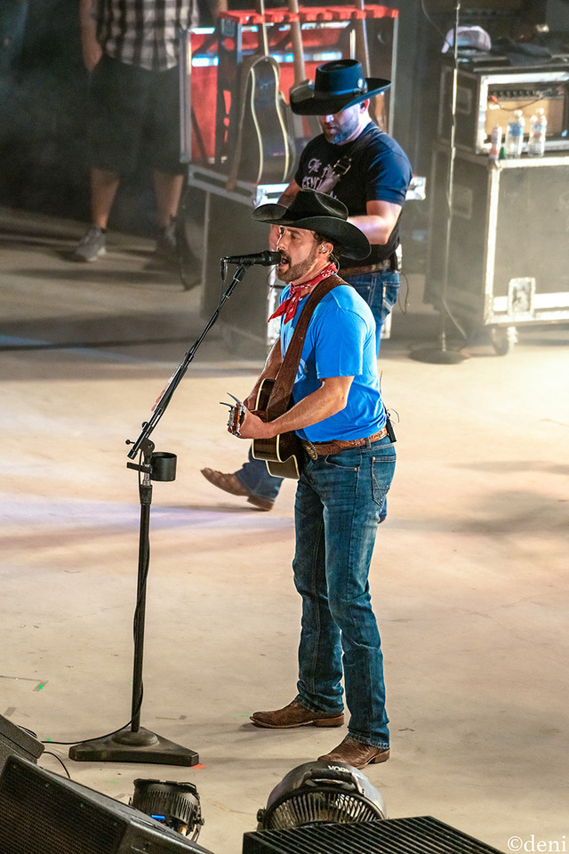 Aaron Watson, Aaron Watson Band, Whitewater Amphitheater, New Braunfels, Texas, 08/03/2019, August 3 2019, vocals, vocalist, singing, singer, songwriter, guitar, guitarist, guitar player, lead guitar, rhythm guitar, electric guitar, acoustic guitar, Texas Country Music, The Orphans of the Brazos, Bandera, Vaquero, The Honky Tonk Kid, The Underdog, band, band member, tour, concert, live music, Denise Enriquez, photography by deni, deni