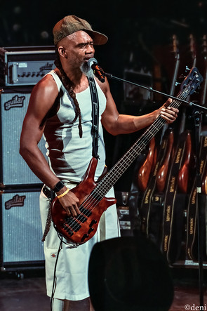 Norwood Fisher, Fishbone, Aztec Theater, San Antonio, Texas, 08/23/2019, August 23 2019, bass, bassist, bass guitar, bass player, One Nation Under A Groove, funk, band member, tour, concert, live music, Denise Enriquez, photography by deni, deni