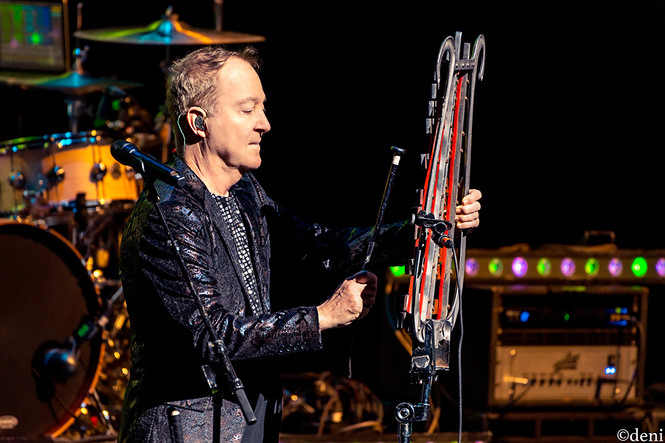 Fred Schneider, B52s, Bass Concert Hall, Austin, Texas, 08/22/2019, August 22 2019, vocals, vocalist, singing, singer, trio, Love Shack, xylophone, University of Texas, band, band member, tour, concert, live music, Denise Enriquez, photography by deni, deni