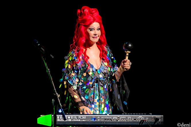 Kate Pierson, B52s, Bass Concert Hall, Austin, Texas, 08/22/2019, August 22 2019, vocals, vocalist, singing, singer, keys, keyboards, pianist, pianist, synthesizer, trio, Love Shack, University of Texas, band, band member, tour, concert, live music, Denise Enriquez, photography by deni, deni