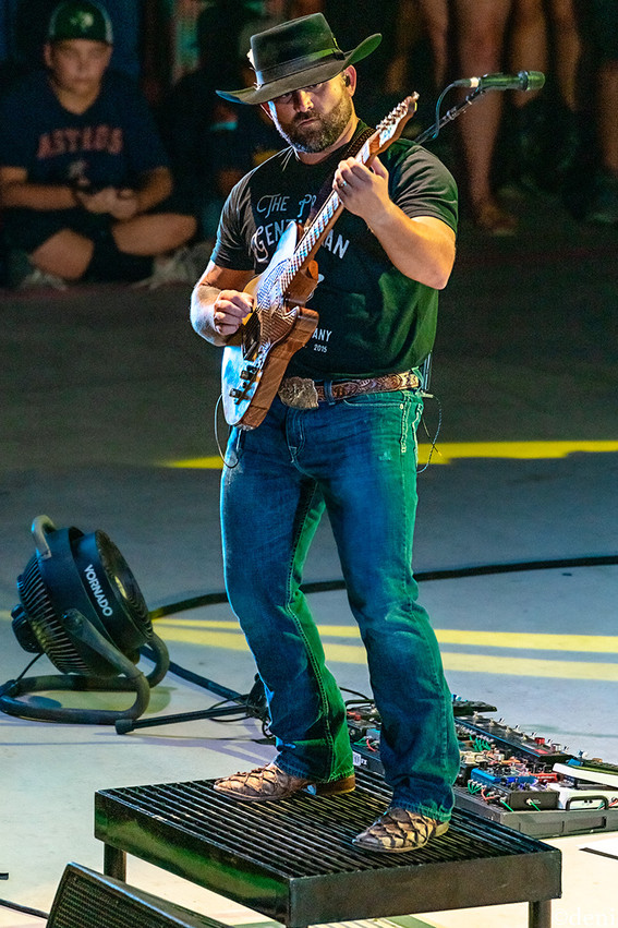 Jason Lerma, Aaron Watson Band, Whitewater Amphitheater, New Braunfels, Texas, 08/03/2019, August 3 2019, guitar, guitarist, guitar player, lead guitar, rhythm guitar, electric guitar, acoustic guitar, Texas Country Music, The Orphans of the Brazos, Bandera, Vaquero, The Honky Tonk Kid, The Underdog, band, band member, tour, concert, live music, Denise Enriquez, photography by deni, deni