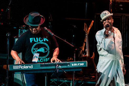 Angelo Moore, Fishbone, Aztec Theater, San Antonio, Texas, 08/23/2019, August 23 2019, vocals, vocalist, singing, singer, songwriter, keys, keyboards, pianist, pianist, synthesizer, One Nation Under A Groove, funk, Chris Dowd, band member, tour, concert, live music, Denise Enriquez, photography by deni, deni