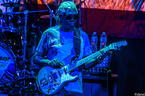 George Clinton, guitar, guitarist, guitar player, lead guitar, rhythm guitar, electric guitar, Dwayne 'Blackbyrd' McKnight, Aztec Theater, San Antonio, Texas, August 23 2019, featuring The P-Funk All Stars, concert, live music, tour, funk, funkadelic, Denise Enriquez, photography by deni, deni