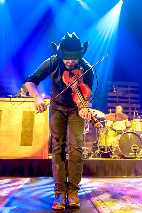 11/30/19, ACL, ACL LIVE, Austiin, Austin City Limits Live, band, band member, Brady Black, concert, Denise Enriquez, fiddle, fiddler, Geoff Hill, Johnny Chops Richards, Les Lawless, live music, Moody Theater, November 30 2019, photography by deni, Randy Rogers , Randy Rogers Band, RRB, strings, Texas, tour, violin, violinist, deni
