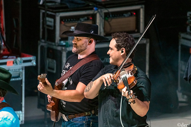 Damian Green, Aaron Watson Band, Whitewater Amphitheater, New Braunfels, Texas, 08/03/2019, August 3 2019, guitar, guitarist, guitar player, lead guitar, rhythm guitar, electric guitar, fiddle, fiddler, violin, violinist, strings, Jason Lerma, Texas Country Music, The Orphans of the Brazos, Bandera, Vaquero, The Honky Tonk Kid, The Underdog, band, band member, tour, concert, live music, Denise Enriquez, photography by deni, deni