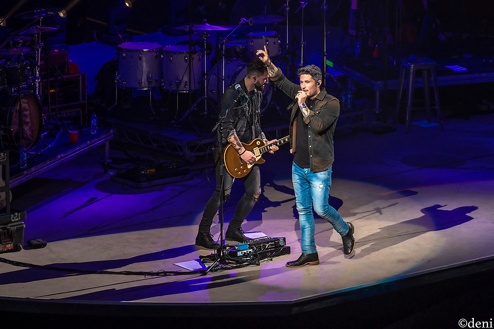 Michael Ray Band, Michael Ray, Kyle Wilkerson, Pat McCarthy, Jeff Coleman, Lucas Chamberlain, 02082020, February 8 2020, AT&T Center, San Antonio, Texas, San Antonio Rodeo, Country Music, vocals, vocalist, singing, singer, songwriter, guitar, guitarist, guitar player, lead guitar, rhythm guitar, electric guitar, acoustic guitar, bass, bassist, bass guitar, bass player, drum, drums, drummer, percussion, percussionist, concert, live music, Denise Enriquez, photography by deni, deni
