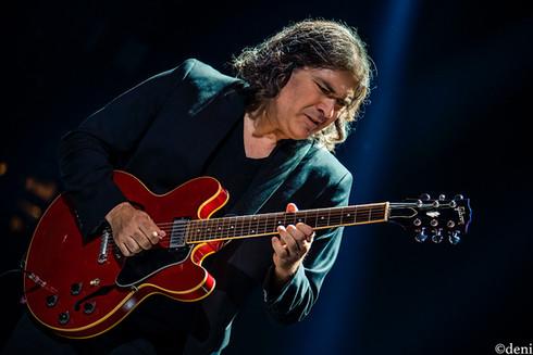 guitar, Alanis Morissette