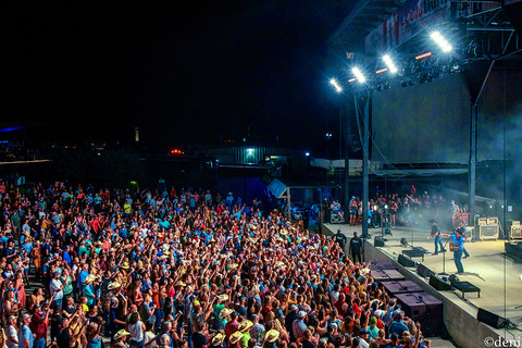 Aaron Watson, Aaron Watson Band, Whitewater Amphitheater, New Braunfels, Texas, 08/03/2019, August 3 2019, vocals, vocalist, singing, singer, songwriter, guitar, guitarist, guitar player, lead guitar, rhythm guitar, electric guitar, acoustic guitar, fiddle, fiddler, violin, violinist, strings, Jason Lerma, Texas Country Music, The Orphans of the Brazos, Bandera, Vaquero, The Honky Tonk Kid, The Underdog, band, band member, tour, concert, live music, Denise Enriquez, photography by deni, deni