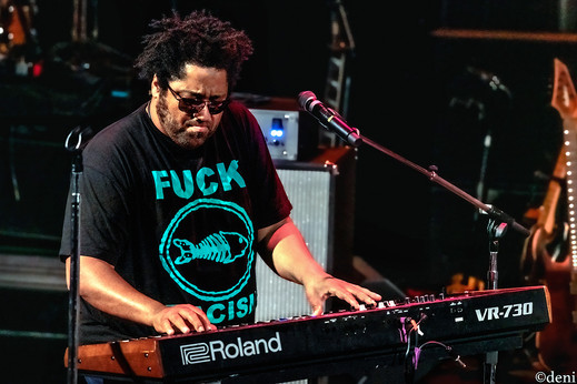 Chris Dowd, Fishbone, Aztec Theater, San Antonio, Texas, 08/23/2019, August 23 2019, keys, keyboards, pianist, pianist, synthesizer, One Nation Under A Groove, funk, band member, tour, concert, live music, Denise Enriquez, photography by deni, deni