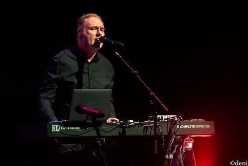 Paul Humphreys, OMD, Bass Concert Hall, Austin, Texas, 08/22/2019, August 22 2019, keys, keyboards, pianist, pianist, synthesizer, band, band member, tour, concert, live music, Denise Enriquez, photography by deni, deni