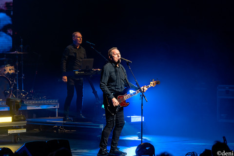 Andy McCluskey, OMD, Bass Concert Hall, Austin, Texas, 08/22/2019, August 22 2019, vocals, vocalist, singing, singer, songwriter, bass, bassist, bass guitar, bass player, keys, keyboards, pianist, pianist, synthesizer, Paul Humphreys, band, band member, tour, concert, live music, Denise Enriquez, photography by deni, deni