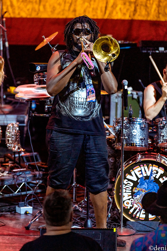 Dan Levine, Miss Velvet and The Blue Wolf, Aztec Theater, San Antonio, Texas, 08/23/2019, August 23 2019, guitar, guitarist, guitar player, lead guitar, rhythm guitar, electric guitar, trombone, horn, brass, One Nation Under A Groove, funk, band, band member, tour, concert, live music, Denise Enriquez, photography by deni, deni