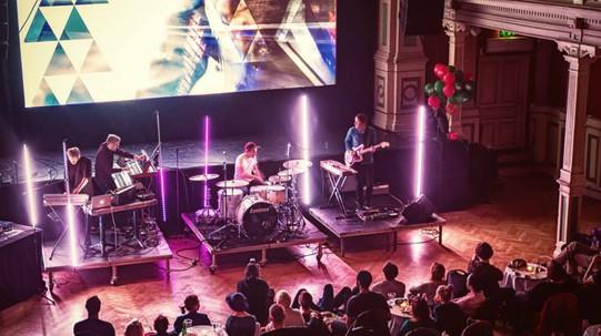 Fremføring av Aurland Heartbeat under kunst- og musikkfestivalen EKKO