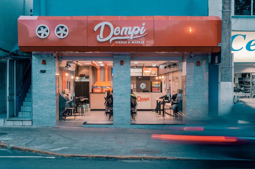 Dompi Pizzas e Massas Lages teve projetos e execução de obra assinados pela All Bekaa. Foto: Rafael Krahl.
