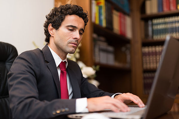Legal English for lawyers lessons online exercises on internet