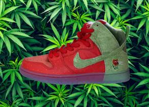 "Sport :Todd Bratrud imagine une Nike SB Dunk High ""Strawberry Cough"""