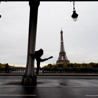 seance photo shooting exterieur paris tour effeil seule portrait mannequin