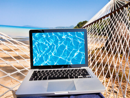 Partir en vacances avec son Ordinateur, sa Tablette ou son Smartphone.