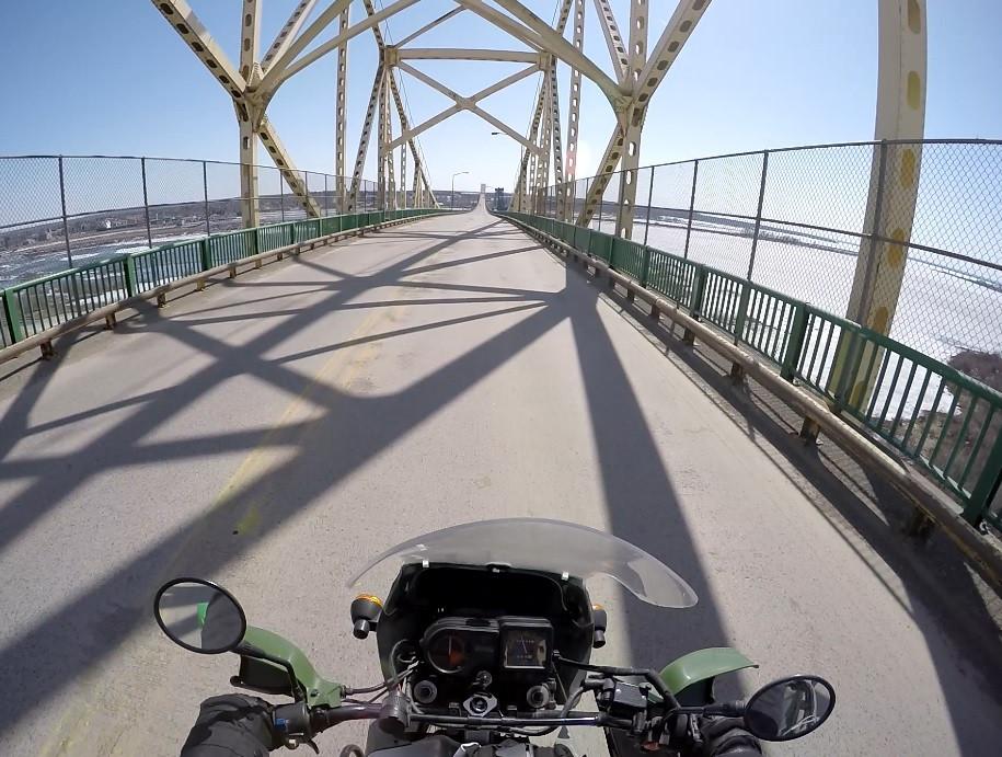 Bridge between Ontario and Michigan