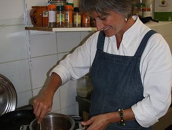 Corinne en cuisine 2.JPG