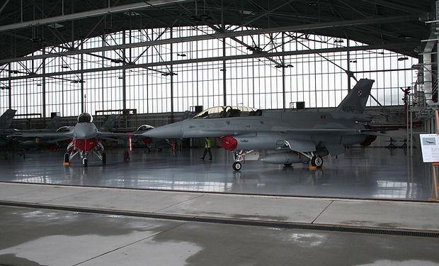 hangar-1215243_1280.jpg