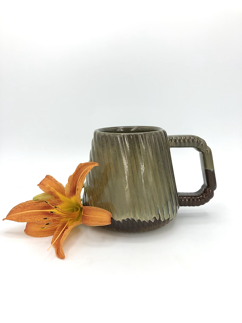 Ludo Mug with Diagonal Texture in Cappuccino over Speckle
