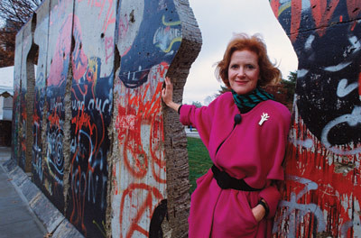 "Edwina Sandys ""Breakthrough"" international tour commemorates the Fall of the Berlin Wall"