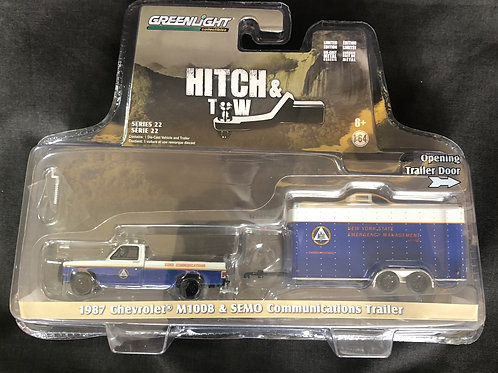 Greenlight Hitch & Tow 22 1987 Chevy Pick Up with Trailer